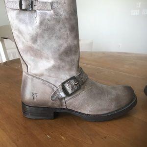 New never worn women's size 8.5 Frye Veronica boot